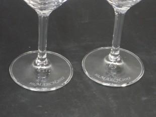 ワイングラス台座に文字彫り