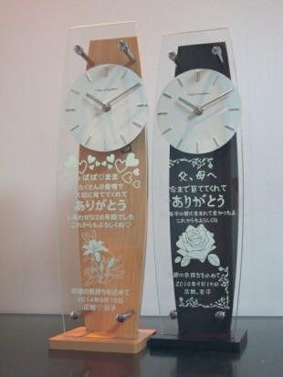 バラとユリのイラスト入り時計