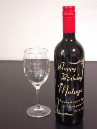 女性にワインとグラスのプレゼント