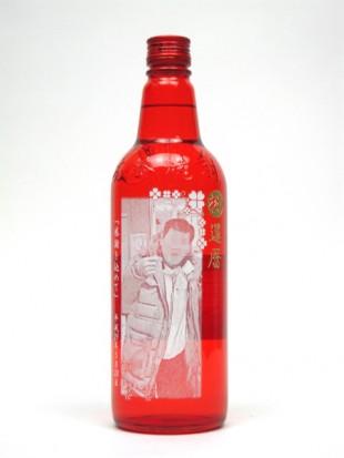 還暦祝いに赤いボトルのお酒